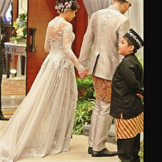 Wedding Gown Surabaya: Kebaya Resepsi Verakebaya