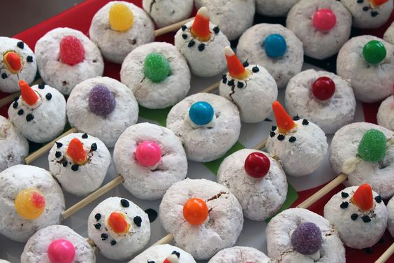 My cousin posted a photo of mini-powdered donut snowmen she made for her kids. Since I was home from work today using up vacation days an...