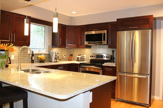 Traditional style kitchen with lovely shaker cabinets for Kitchen ideas vancouver