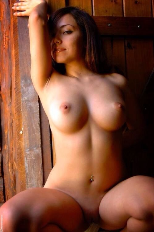 Hot Naked 20 Year Old Women