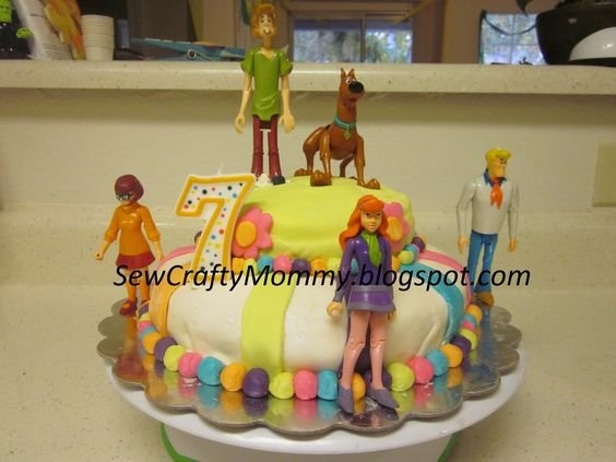fred and daphne cake | apparently a wedding cake originally- I would have put Daphne and Fred ...
