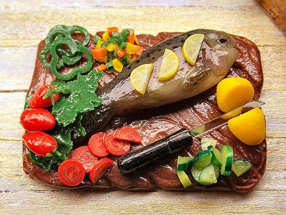 1:12 play scale miniature food raw fish on cutting di PiccoliSpazi