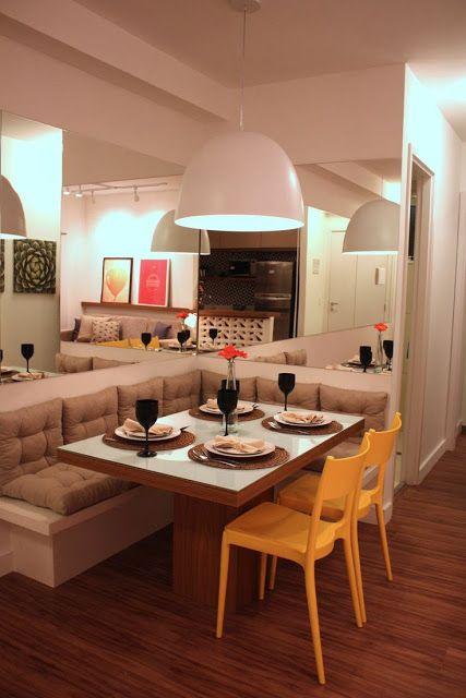 Sala de jantar com mesa de canto e espelho, resultando num ambiente bem acolhedor!!