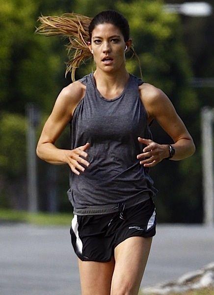 Debra Morgan (Jennifer Carpenter) is a runner! :)