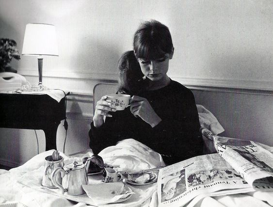 Jean Shrimpton having breakfast in bed, 1965.