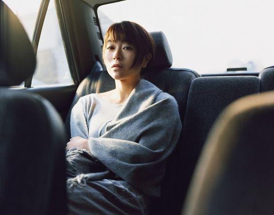 車に乗っている宇多田ヒカル