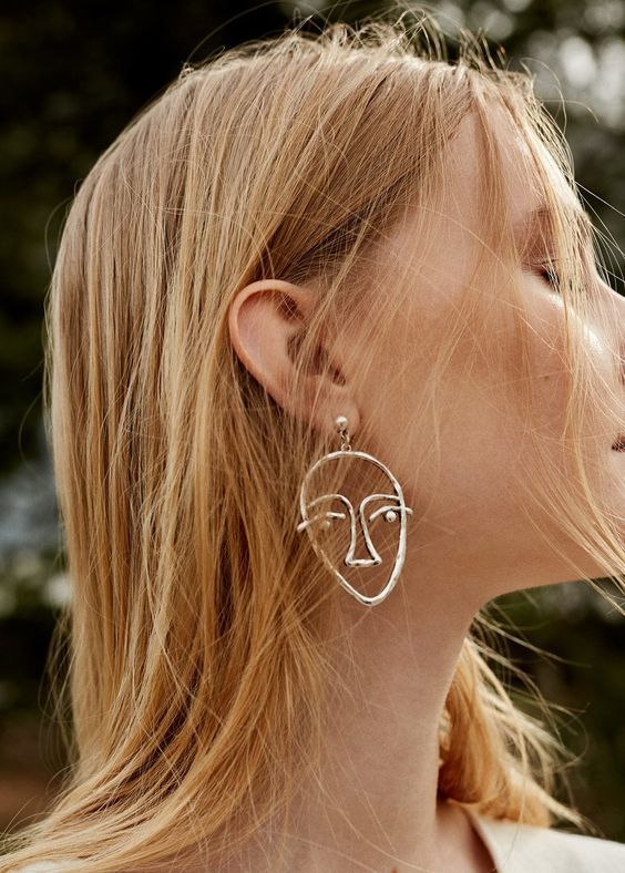 Moon faces by J.W. Anderson, curvy bodies by Rosie Assoulin and a Picasso like visage from Céline . . . I'm loving all the quirky wire-shaped earrings that are trending right now!