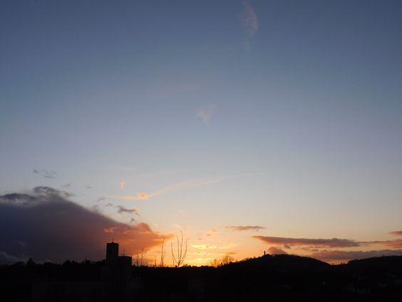 So schnell kann es gehen, die Sonne kann in kürzester Zeit zum Vorschein kommen, nach dem stärksten Gewitter mit starken Winden und am selben Tag noch die schönsten Farben am Himmel malen.