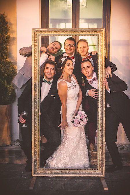 Un photocall de boda divertidísimo. Hoy en nuestro blog hemos invitado a Aire de Fiesta para que nos cuenten todos los detalles y nos den ideas de photocall de bodas. Nos traen los fondos de photocall más originales, y no te preocupes si te quieres copiar alguna y precisas los elementos, ¡porque Aire de Fiesta los tiene!: