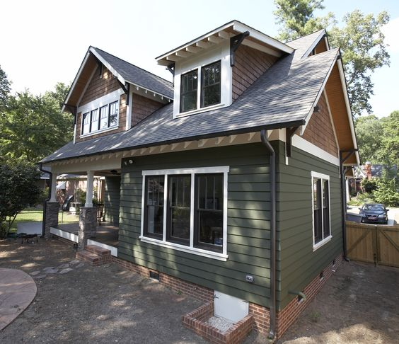 Craftsman Style Home With James Hardie Artisan Siding In