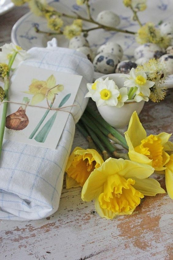 Spring bloomers are perfect as Easter decorations #bloomers #decorations #easter #perfect #spring