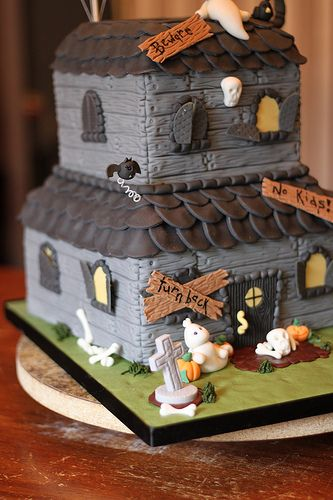 haunted house cake by andreas sweetcakes via flickr check haunted house