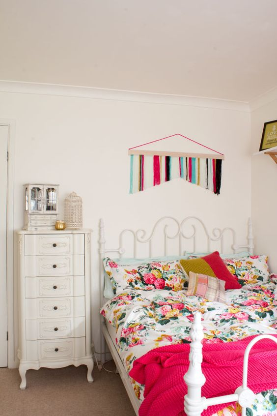 25 of the prettiest feminine bedrooms a great source of for Small bedroom ideas for young adults