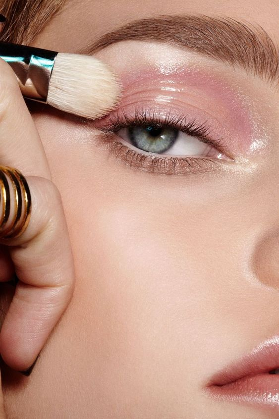 glossy make up trend