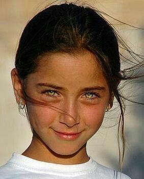 Eyes Raffey Cassidy bir İngiliz aktris.  Snow W'deki rolleriyle tanınıyor ... - #actress #Cassidy #English #eyes #Raffey #roles #snow