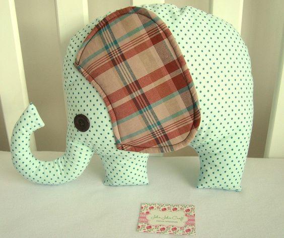 Elefante super fofinho confeccionado em tricoline (100% algodão) perfeito para decoração.
