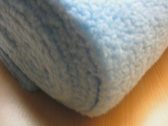 Plüsch Teddy Lamm Locke hellblau von NaeheninMuenchen auf DaWanda.com