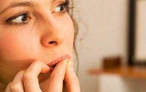 Reunimos 5 manias que você deve evitar ter, para melhorar sua beleza.