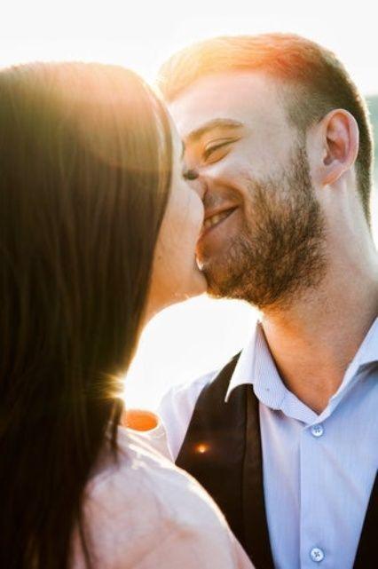 4 Besos Que Solo Dará Un Hombre Enamorado Hombre Enamorado Ley De Atraccion Relaciones De Pareja Felices