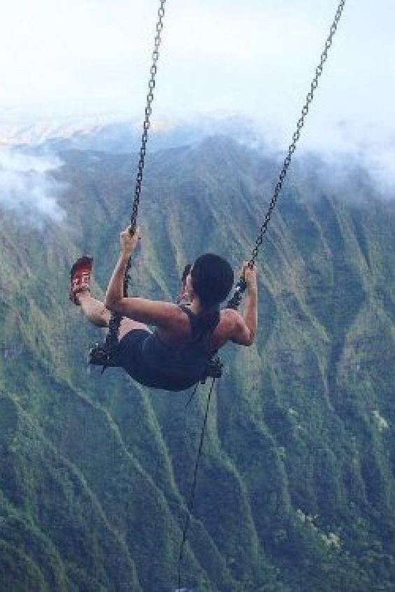 Das ist die atemberaubendste Schaukel der Welt - leider ist sie illegal #Hawaii #Schaukeln #illegal  http://www.huffingtonpost.de/2016/06/06/hawaii-schaukeln-oahu-illegal_n_10320296.html?utm_hp_ref=lifestyle