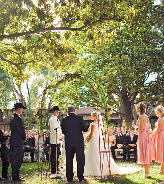 10 wedding venues for all budgets country wedding photos for Places for outdoor weddings