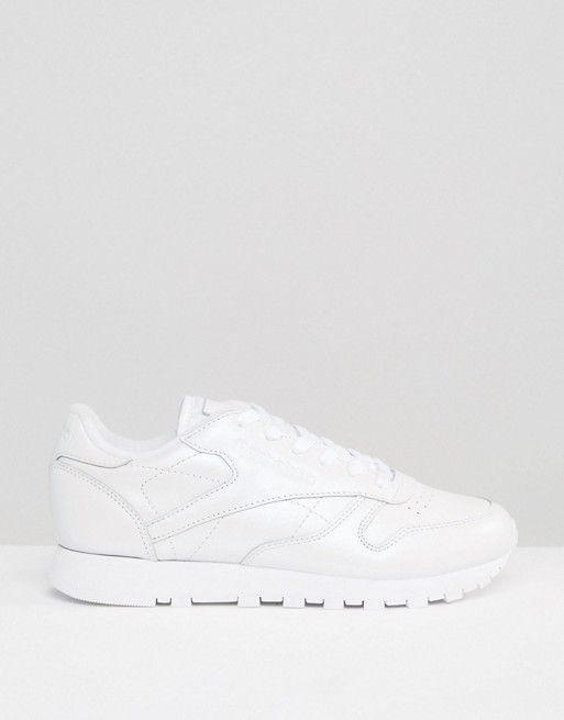 reebok classic leather trainers in cream pearl