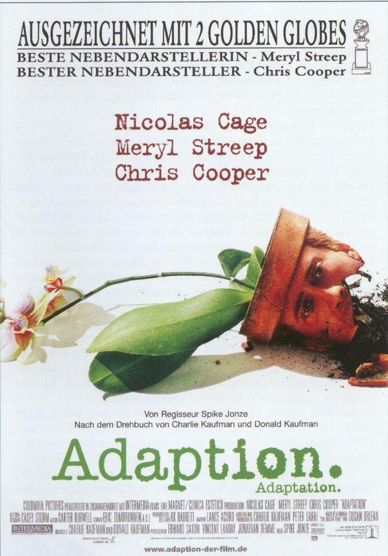 In Adaption durchlebt Nicolas Cage in einer Doppelrolle als Charlie Kaufman und dessen fiktiven Bruder die Schreibblockade des Drehbuchautors.