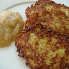 2 kg Kartoffeln (festkochend), 1 Zwiebel mittelgross, Salz, 4 Eier Grösse M, 60 g Weizenmehl 405, 4-5 EL kernige Haferflocken, 1/4 l Sonnenb...
