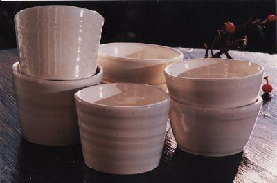 akiko // http://www.akikospottery.com/photos/white-porcelain.jpg