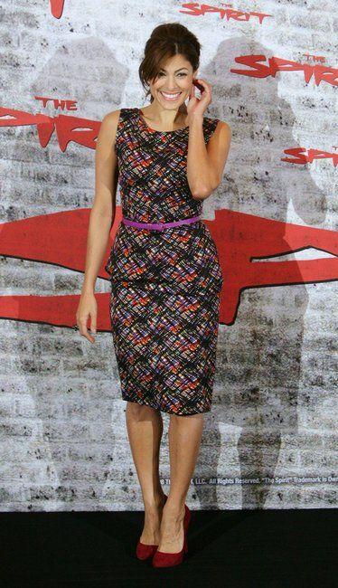 Eva Mendes wearing a Peter Som for Bill Blass Spring 2009 dress.