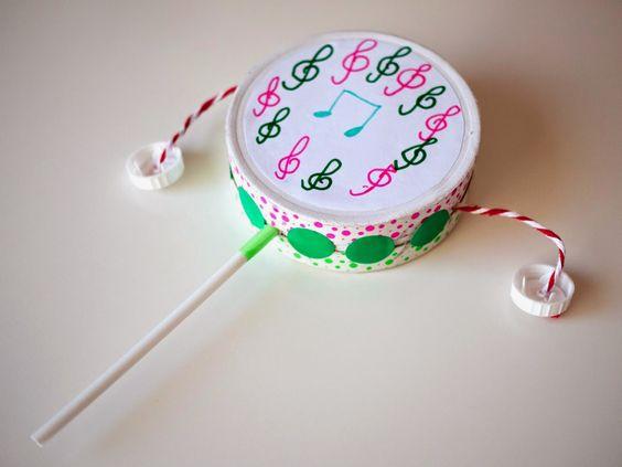 C mo hacer un sonajero tambor con una caja de quesitos y - Como hacer una caja de carton ...