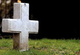 7-Jun-2013 4:38 - VERDACHTE MOORDENAAR LEVEND BEGRAVEN IN GRAF SLACHTOFFER. In de zuidelijke hooglanden van Bolivia hebben woedende dorpsbewoners een van moord en verkrachting verdachte man levend begraven in het graf van…...
