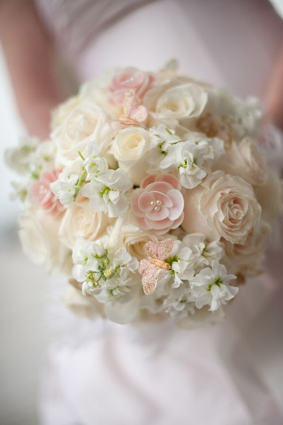 Blush wedding bouquet... Wedding ideas for brides, grooms, parents & planners ... https://itunes.apple.com/us/app/the-gold-wedding-planner/id498112599?ls=1=8 … plus how to organise an entire wedding, without overspending ♥ The Gold Wedding Planner iPhone App ♥