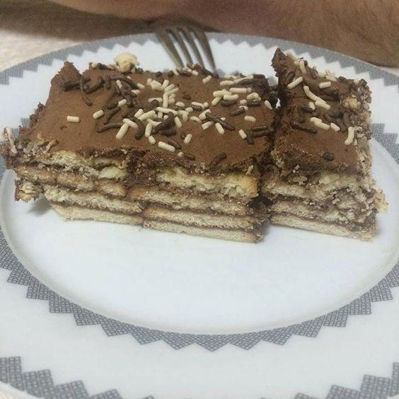 Mais uma fotinho agora o pedaço da torta que coloquei a receita no blog. Corre lá fazer também. http://ift.tt/1U7rEqj #gastronomia #comidademae #maternidade #culinaria #cozinha #donadecasa #mae #torta #tortadechocolate #tortadebolacha #nestle #chocolate #sobremesa #receita #blogger #blogueira #inspiracao by maricabralnegrao http://ift.tt/1s31Geo