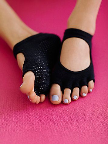 Made with organic cotton, these barely there yoga socks with cutouts provide a barefoot experience. With non-slip grip bottoms and half-toe design, they're perfect for all barefoot activities like: barre, Pilates, yoga, and dance. *By toesox