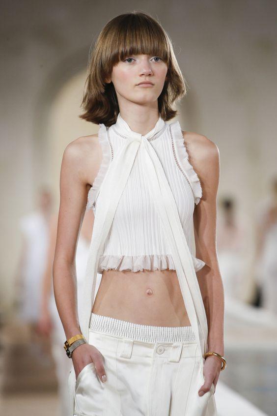 Balenciaga Spring 2016 Ready-to-Wear Fashion Show Details: