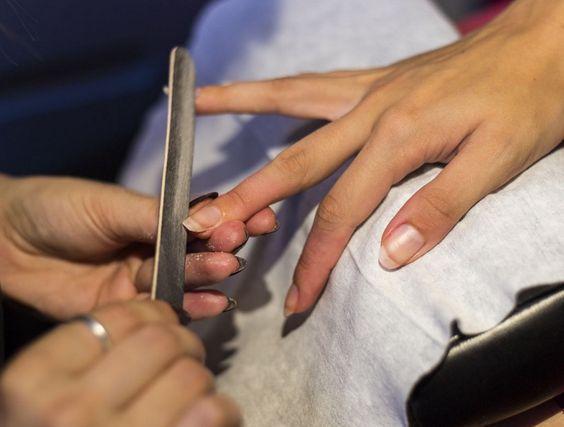 O novo espaço de manicure da marca localiza-se no piso 2 do Centro Comercial Amoreiras, em Lisboa, e oferece serviços de manicure rápida, manicure com hidratação e manicure com verniz gel LED.