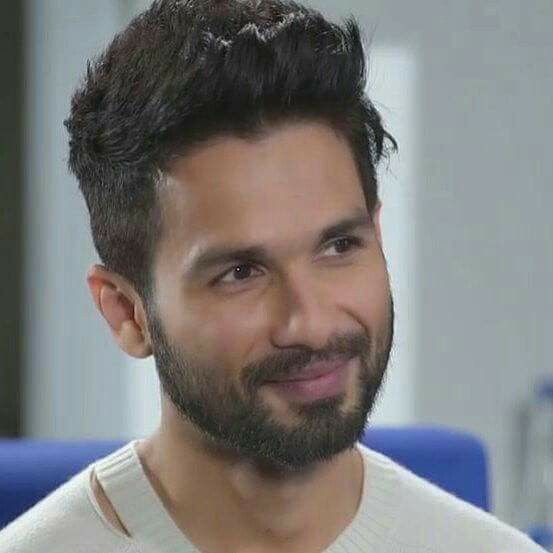 Pin By On Shahid Kapoor Mens Hairstyles Short Handsome Actors Bollywood Hairstyles
