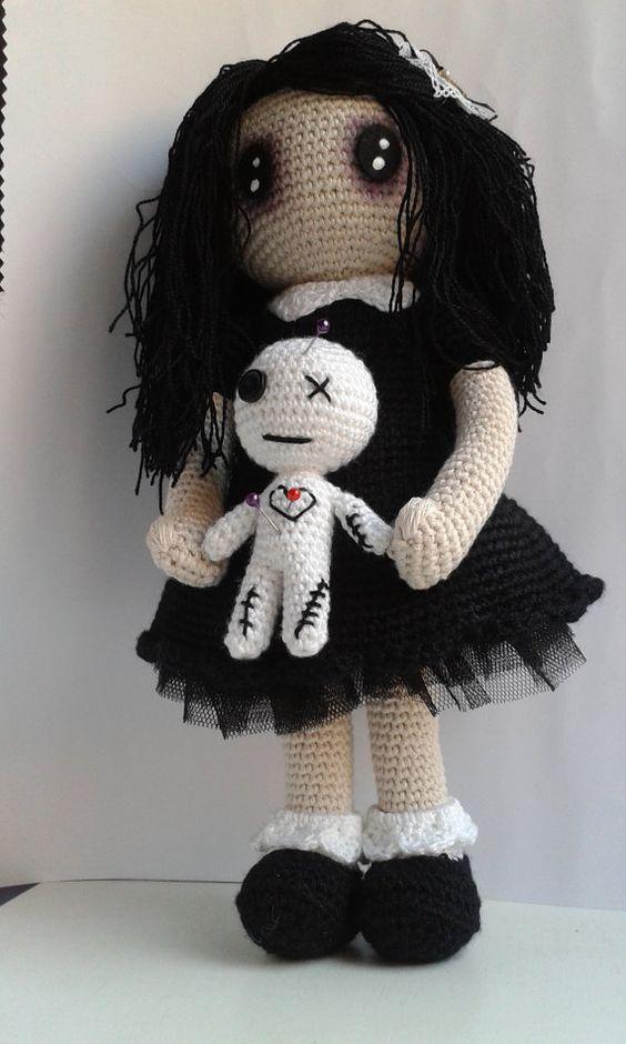 Muster: Gothic Lolita mit Voodoo-Puppe. von MientrasCuchufleta