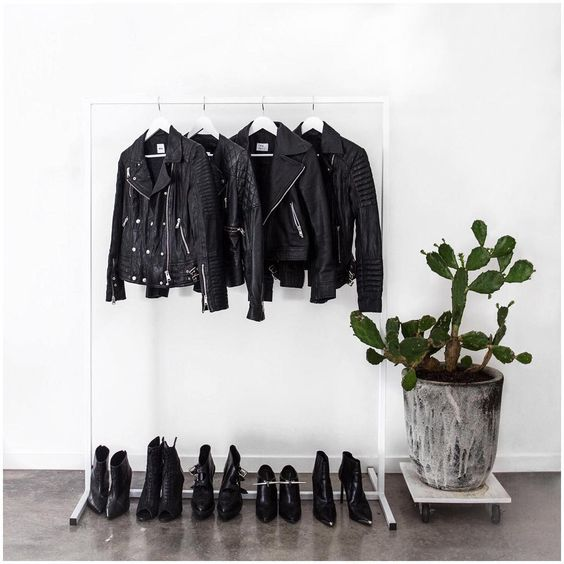 "Amanda Shadforth no Instagram: ""Never too much black leather .."""