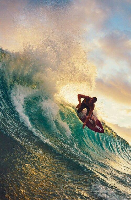 波に乗る直前のサーフィン