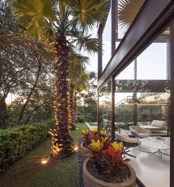 Residência Limantos / Fernanda Marques Arquitetos Associados @fmaa @fgsg #living #outdoor #landscape #yard #backyard #green #nature #lighting