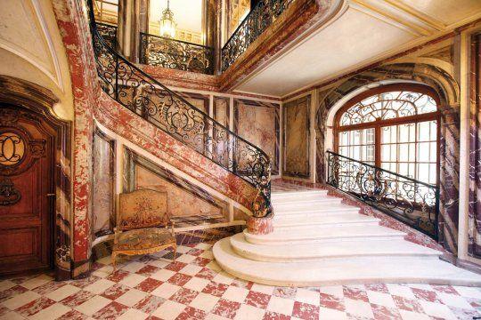 L'hôtel de Béhague l'architecte Hippolyte Destailleur. Ce dernier bâtit cette demeure en 1866-1867 pour le comte Octave de Béhague. Il abrite aujourd'hui l'ambassade de Roumanie.: