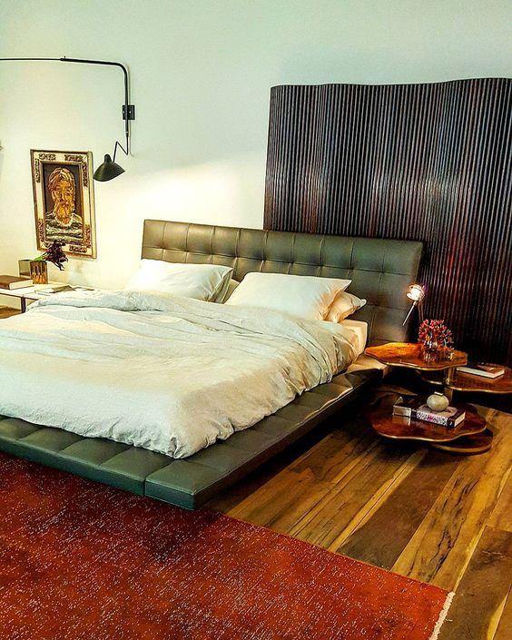 Suíte do casal idealizado pelo Studio Hermanny na Casa Cor São Paulo 2016 reparem na mesinha ao lado cama sendo utilizada como criado mudo. Eu amei e vocês? No blog tem mais detalhes desse ambiente (link no perfil). http://ift.tt/1PDZmBp  #newblog #inspiracao #decoracao #decor #quarto #bedroom #quartodecasal #designdecor #decorhome #arquitetura #olioliteam #arqdesign #arqdecor #arqlovers #decorlovers #designlifestyle #casacor #casacorsaopaulo #casacor30anos #casacoroficial