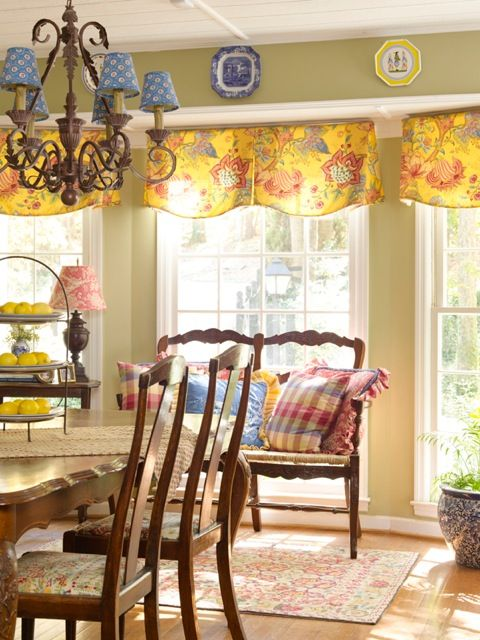 French country dining area......love the use of patterns and colors in this room~