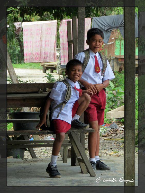 Sumatra... au fond de la jungle quelques écoles...  http://indonesie.eklablog.com http://www.my-art.com/isabelle-escapade/collections/indon%C3%A9sie