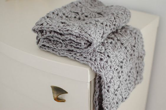 Free pattern for this chunky circle scarf