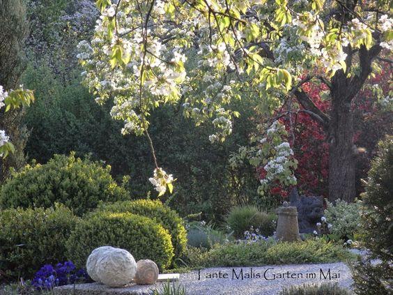 Gartengestaltung Ideen exterieur pflanzen stuhl orange akzente blick