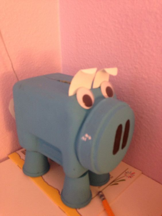 DIY piggy bank. You need a jar, four plastic legs, eyes, paper. Very easy.