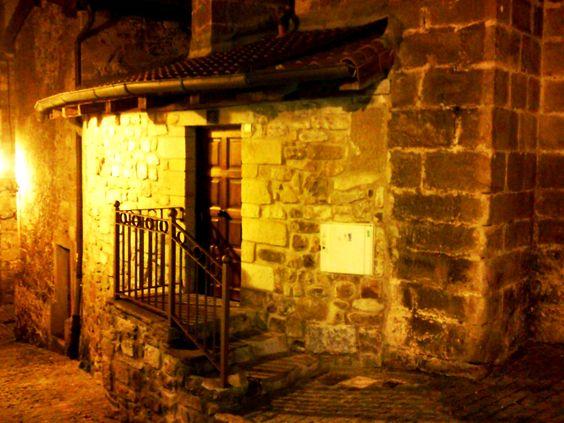 Eskilarak etxe zahar batean - Escaleras en una casa antigua
